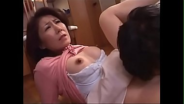 a son is lick and finger to mom'_s pussy