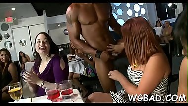 Hawt stripper is getting his 10-pounder sucked by several babes
