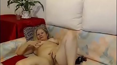 Hot mature babe masturbate on webcam - watch live at AngelzLive.com