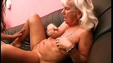 Horny lesbian duo is fingering and licking each other'_s twat