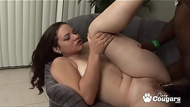 PAWG Leenuh Rae Wraps Her Pussy Lips Around A Black Dick