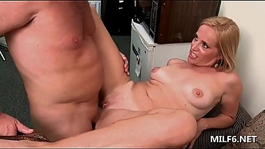 Blonde mature hottie sucking cock and taking it deep in cunt
